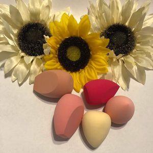 Beauty blender variedades de colores y formas super suave for Sale in Corona, CA
