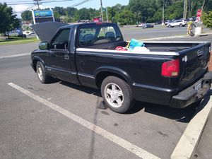 1998 Chevy s10 5speed for Sale in Naugatuck, CT
