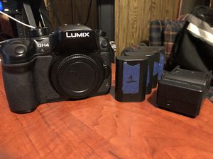 Panasonic Lumix GH4 w/ 4 Batteries for Sale in Knoxville, TN