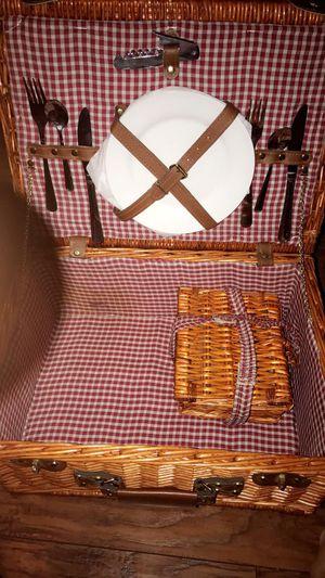 Picnic basket for Sale in Del Valle, TX