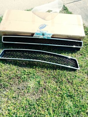 2009 chevy suburban front Grill for Sale in Virginia Beach, VA