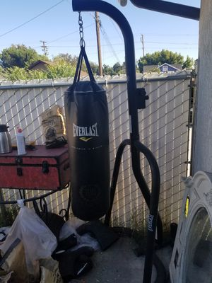 Everlast punching bag, stand, and gloves for 150$ ! Great condition! Or just buy the bag and stand for 110$ for Sale in Ontario, CA