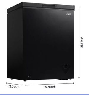 Chest Freezer 5 Cubic Feet Arctic King BRAND NEW IN THE BOX Color Black for Sale in Orlando, FL