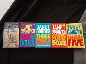 Janet Evanovich Stephanie Plum Series Books 1-5 for Sale in Martinsburg, WV