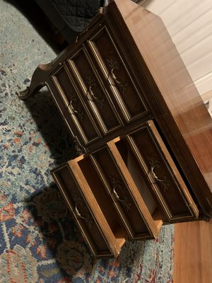 Beautiful Wooden TV table with 3 drawers. for Sale in Queens, NY