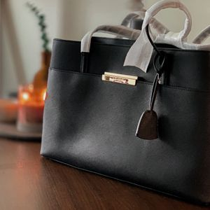 Kate Spade Maiden Way Saffiano Clarke Tote Leather bag for Sale in Alexandria, VA