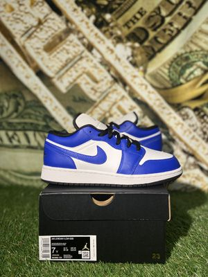 JORDAN 1 LOW GAME ROYAL SIZE 7Y for Sale in Queens, NY