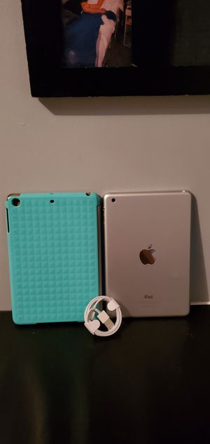 Ipad mini with extras for Sale in Falls Church, VA