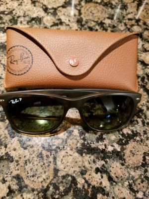 Authentic Ray-Ban Wayfarer Unisex Sunglasses for Sale in Beach Park, IL