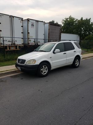 1999 Mercedes ML 320. With 193.000 miles 4x4 just need a tune up. for Sale in Rockville, MD