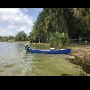 14 Ft Canoe With 2.5 4stroke Yamaha Motor (Clean Titled And Registered) for Sale in Orlando, FL