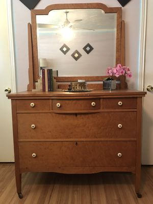 Antique Maple Dresser in great condition! for Sale in Highland Village, TX