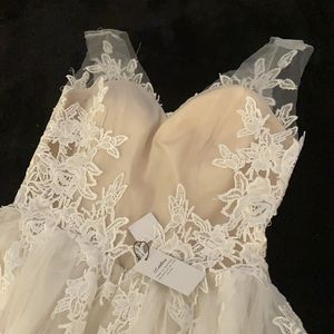 Wedding Dress Size 12/L Brand New for Sale in Riverview, FL