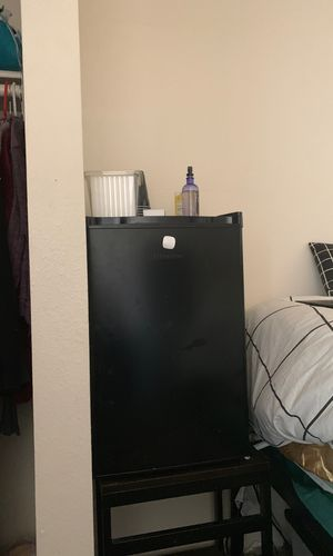 hissense mini fridge for Sale in Flagstaff, AZ