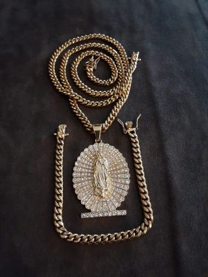 $120...... 14k gold plated Cuban link chain bracelet and pendant......... Shipping is available 🛫✈️ for Sale in Hollywood, FL