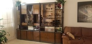 Antique China cabinet/curio cabinet for Sale in North Las Vegas, NV