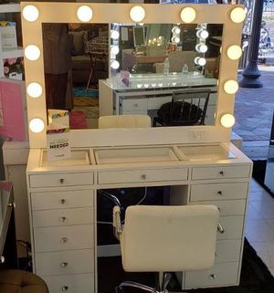 MAKEUP VANITY SLAYSTATION AVAILABLE IN DIFFERENT COLORS for Sale in Chino, CA