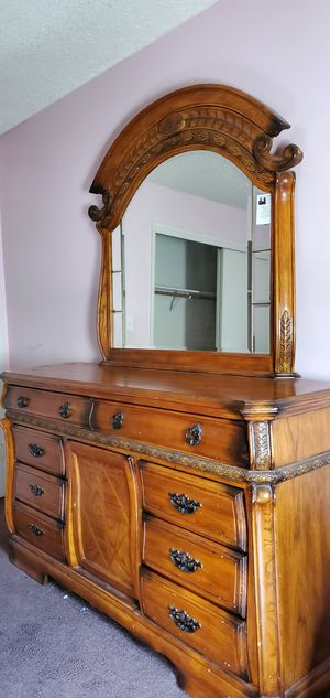 Dresser with mirror 200obo for Sale in Bakersfield, CA