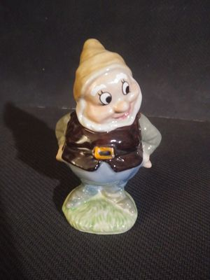 Wade england walt disney porcelain happy figurine snow white and the 7 dwarfs dwarf perfect condition for Sale in Graniteville, SC