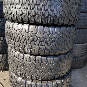 315/70R17 Marca Bffgoodrich KO2 En Perfectas Condiciónes De Vida for Sale in Long Beach, CA