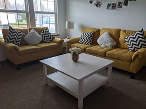 Sofa and loveseat for Sale in Fort Wayne, IN