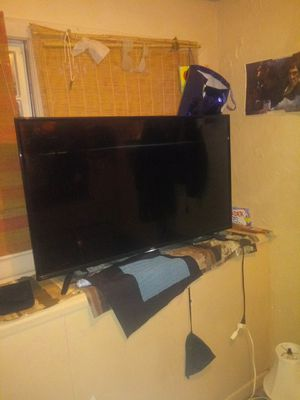 Tcl 48 inch roku tv for Sale in Pawtucket, RI