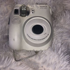 white fujifilm instant camera (no battery back) for Sale in Aurora, CO