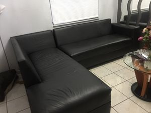 Black sectional excellent conditions for Sale in Hialeah, FL