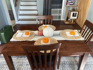 Dining room table and chairs for Sale in Carleton, MI