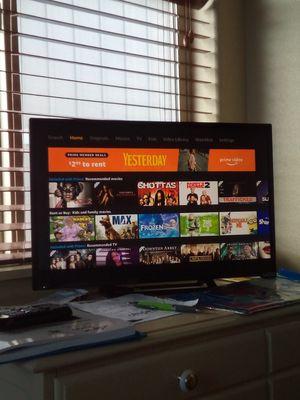 vizio e241i-b1 smart tv w/ remote for Sale in Bend, OR
