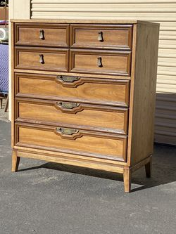 Mid Century Modern Walnut Highboy Dresser for Sale in Chula Vista,  CA
