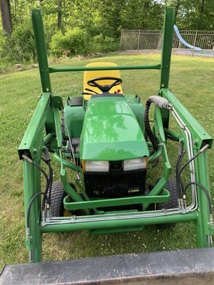 John Deere 425 tractor loader for Sale in New Haven, CT