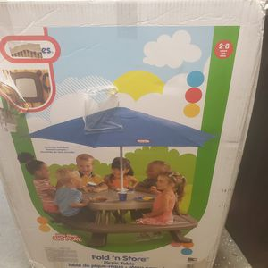 Little Tikes Fold 'n Store Picnic Table with Market Umbrella for Sale in Columbus, OH