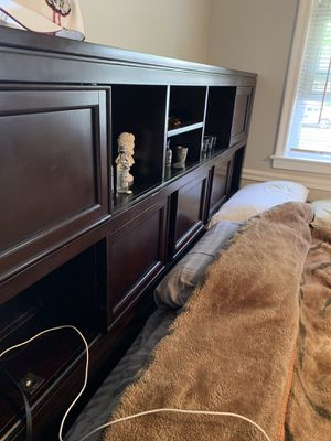 King size real wood bed set for Sale in Birmingham, AL