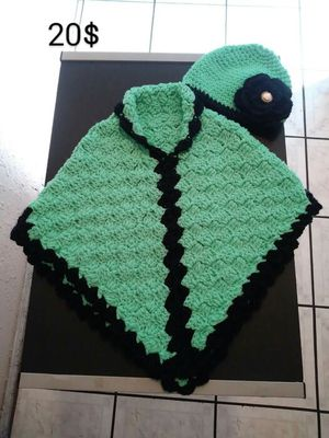 Capa con gorro Tejido a mano. Crochet.. for Sale in Los Angeles, CA