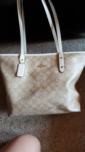Coach purse and wallet for Sale in East Wenatchee, WA