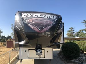 2014 Cyclone Toy Hauler 44ft 18ft garage for Sale in Calimesa, CA