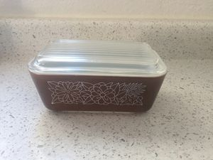 Pyrex vintage 1 1/2 pint brown refrigerator dish for Sale in Mesa, AZ