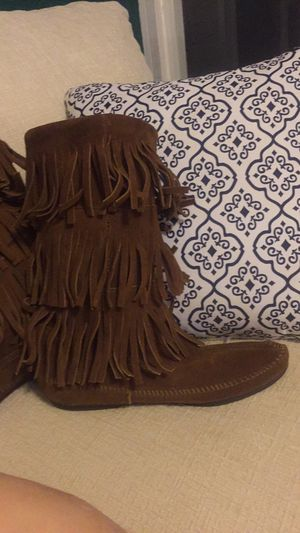 Minnetonka fringe boots size 9 for Sale in Louisburg, NC