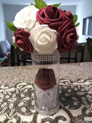 Glam Wedding Vase Roses for Sale in Rochester, MN