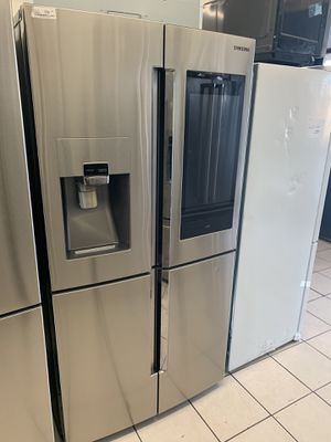 SAMSUNG FAMILY HUB REFRIGERATOR for Sale in Temecula, CA