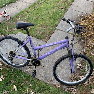 24 inches (7 Speeds hybrid Bike) for Sale in Gaithersburg, MD