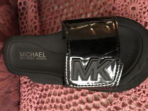 LIKE NEW MICHAEL KORS SANDALS FLIP FLOPS - SZ 12 GIRLS for Sale in Manassas, VA