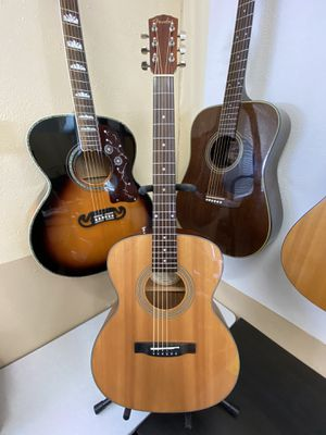 Fender Acoustic Dreadnought Guitar Loud Resonance for size Like New comes w/ Case New Strings for Sale in Portland, OR
