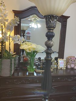 New Condition Lamp For Sald Only A Little Crack On The Bottom for Sale in Boca Raton,  FL