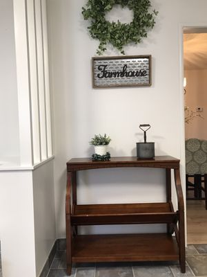 Heavy great quality wood entry table decor not included for Sale in Lodi, CA