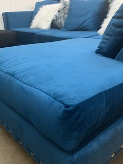 Brand New Blue Nailhead Sectional With Pillows for Sale in Maryland Heights,  MO