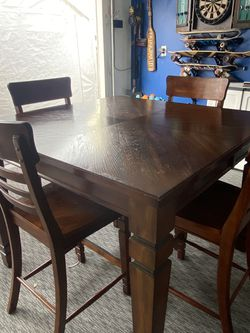 Dining Room Table Expandable for Sale in Huntington Beach,  CA