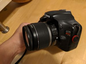 Canon Rebel T2i EOS + 40mm, case, filters & 3 batteries. for Sale in Seattle, WA