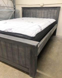 Solid Wood Queen Size Bed Frame (Mattress Included) for Sale in Long Beach,  CA